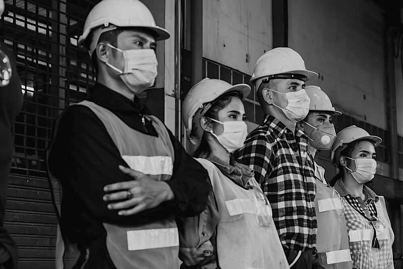 group of construction workers with safety masks during covid-19